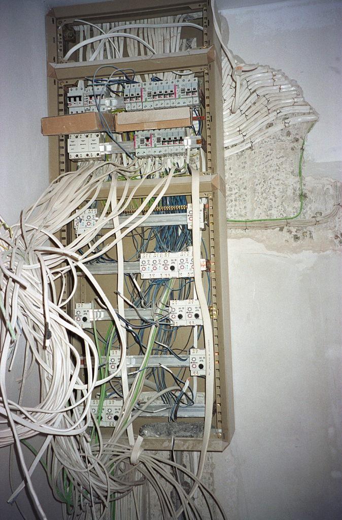 Zobacz Słoneczny apartament z systemem KNX - Inteligentny Dom Mieszkanie 80m2 Rozdzielnica elektryczna 674x1024