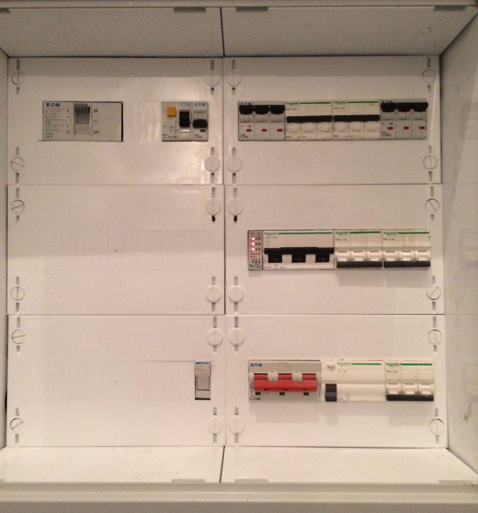 """Zobacz Bardzo ciekawa realizacja """"na full"""" - część 3 - główne instalacje - IMG 0629 953x1024"""