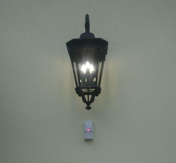 Zobacz Systemy KNX i Crestron – wspólne sterowanie oświetleniem, roletami, ogrzewaniem i klimatyzacją - czujka alarmu steruje swiatlem 600x558