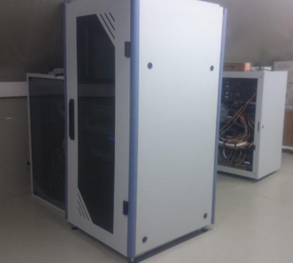 Zobacz Systemy KNX i Crestron – wspólne sterowanie oświetleniem, roletami, ogrzewaniem i klimatyzacją - szafy rack na strychu 600x539